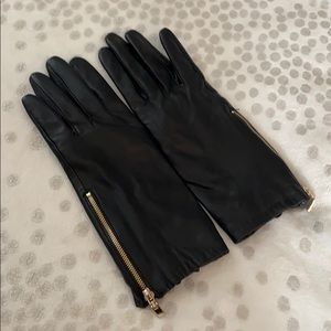Leather gloves with gold zippers